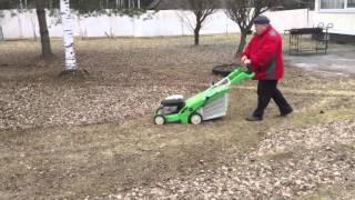 Как быстро убрать листья с садового участка видео