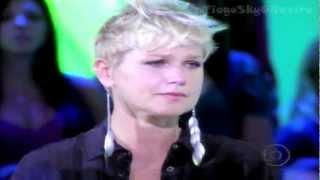 """Xuxa emocionada com a música  """"Ressuscita-me"""" de Aline Barros no Tv Xuxa - 11/02/2012"""