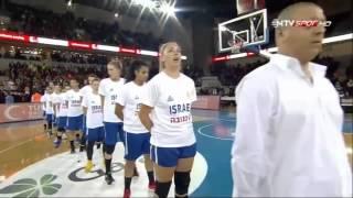 Турецкие болельщики освистали и закидали сборную Израиля по баскетболу