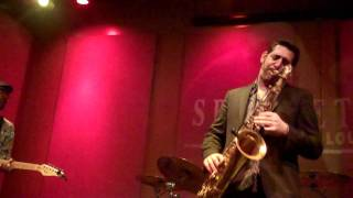 Steve Cole performs When I Think of You Live At Spaghettinis