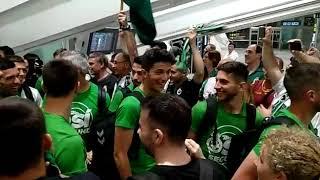 Así Recibe La Afición Del Racing Al Equipo En El Aeropuerto De Bilbao