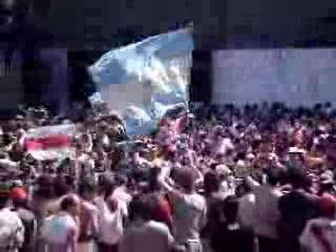 """""""previa abajo varias"""" Barra: Los Borrachos del Tablón • Club: River Plate • País: Argentina"""