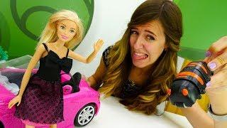 La sorpresa para Barbie muñeca. Vídeo para niñas.