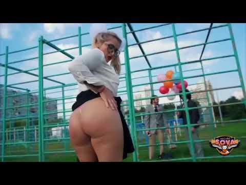 Русская школьница малолетка танцует тверк засвет голую попу жопу трусы под юбкой