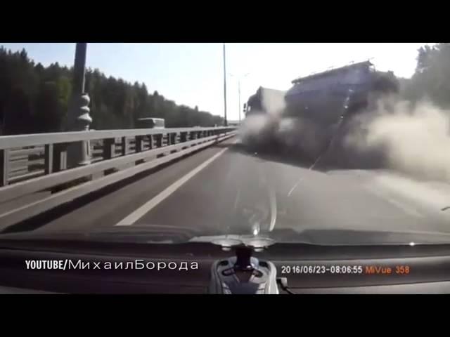 تحطم شاحنة وقود بسبب انفجار احد إطاراتها
