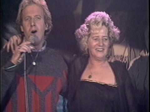 Koos Alberts geeft mini-concert voor mantelzorgers in gemeente Dronten