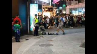 街頭藝人西門町表演到一半警察出現開單~