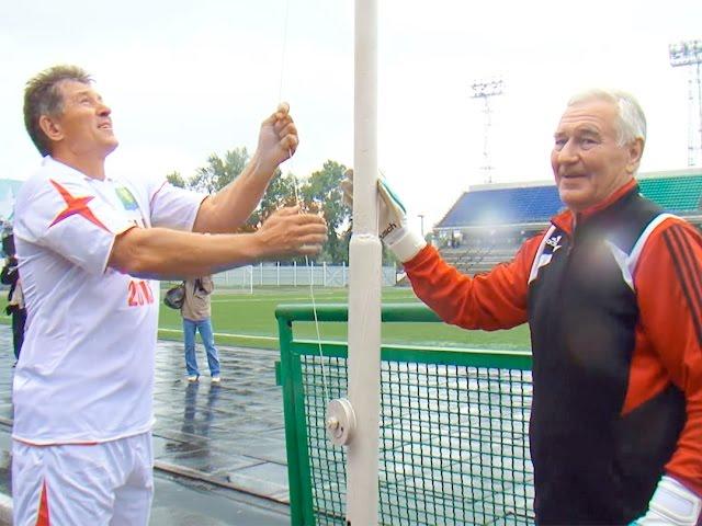 Первые матчи прошли на стадионе «Ангара»
