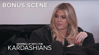 KUWTK | Khloé Kardashian Decides What to Do With Her Dog's Ashes | E! - Video Youtube