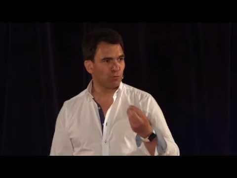 TEDxPanthéonSorbonne De l'intelligence artificielle à une intelligence augmentée Nicolas Sekkaki