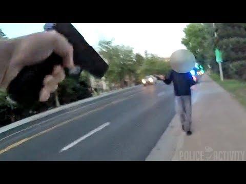 Американские полицейские расстреляли на улице психически больного человека с ножом 18+