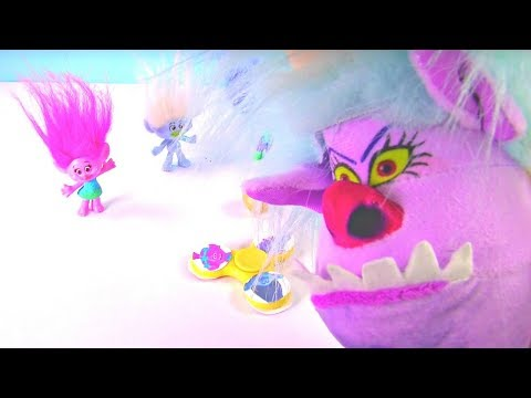 Trolls FIDGET SPINNER Can We Save the Trolls from The Chef? Surprise Toy Boxes