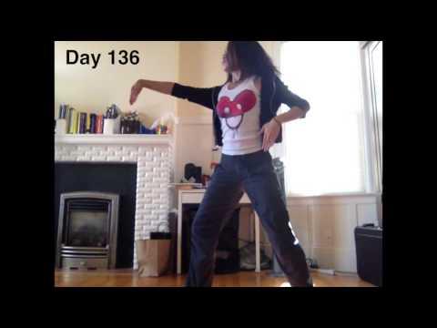 רקדנית צילמה את עצמה במשך שנה