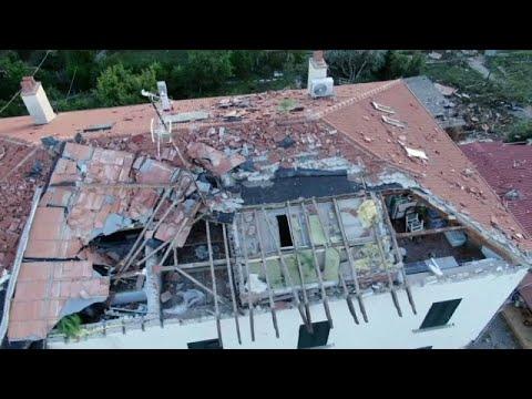 بالفيديو.. زوبعة تدمّر أسطح منازل في توسكانا الإيطالية