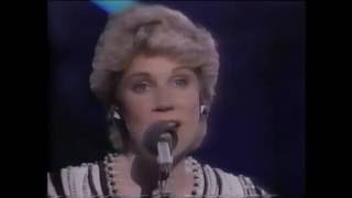 "Anne Murray - Wintery Feeling ""live"""
