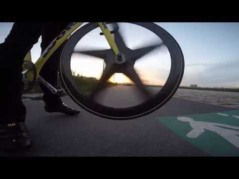 Racing Rays: riding fixed gear track bike brakeless in Bordeaux