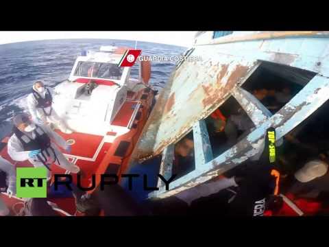 Italie : les garde-côtes recueillent 234 clandestins à 200 km de la Sicile