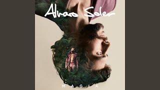 Kadr z teledysku Alma de Luz tekst piosenki Álvaro Soler
