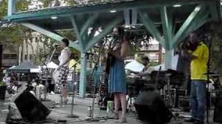 "The Ditty Bops @ Todos Santos Plaza: ""Your Head's Too Big"""