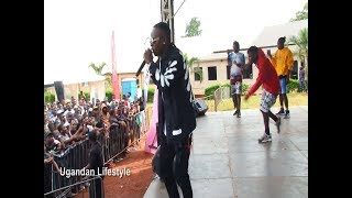 Do Dat By John Blaq Performing It Live At Buzz.