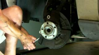 2001 Volvo V70 Wheel Bearing Replacement 22
