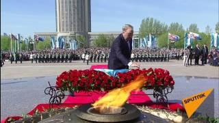 Нурсултан Назарбаев возложил цветы к Вечному огню в Астане