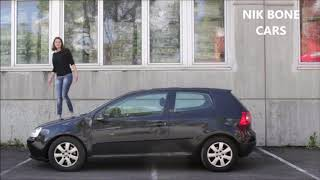 Girl Walking Over A Car - Girl Walking On The Hood Of A Car - Frau Geht über Auto