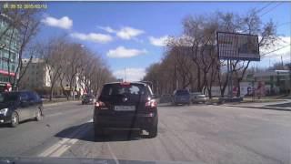Недалеко от перекрёстка улиц Малышева и Генеральская столкнулись сразу три иномарки.