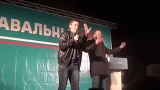 Навальный ответ Путинисту и кандидат Собчак Как воровали так и будут воровать