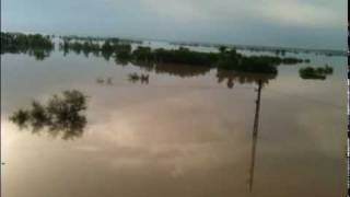 preview picture of video 'view of flood from Amangarh Bridge On GT Road'