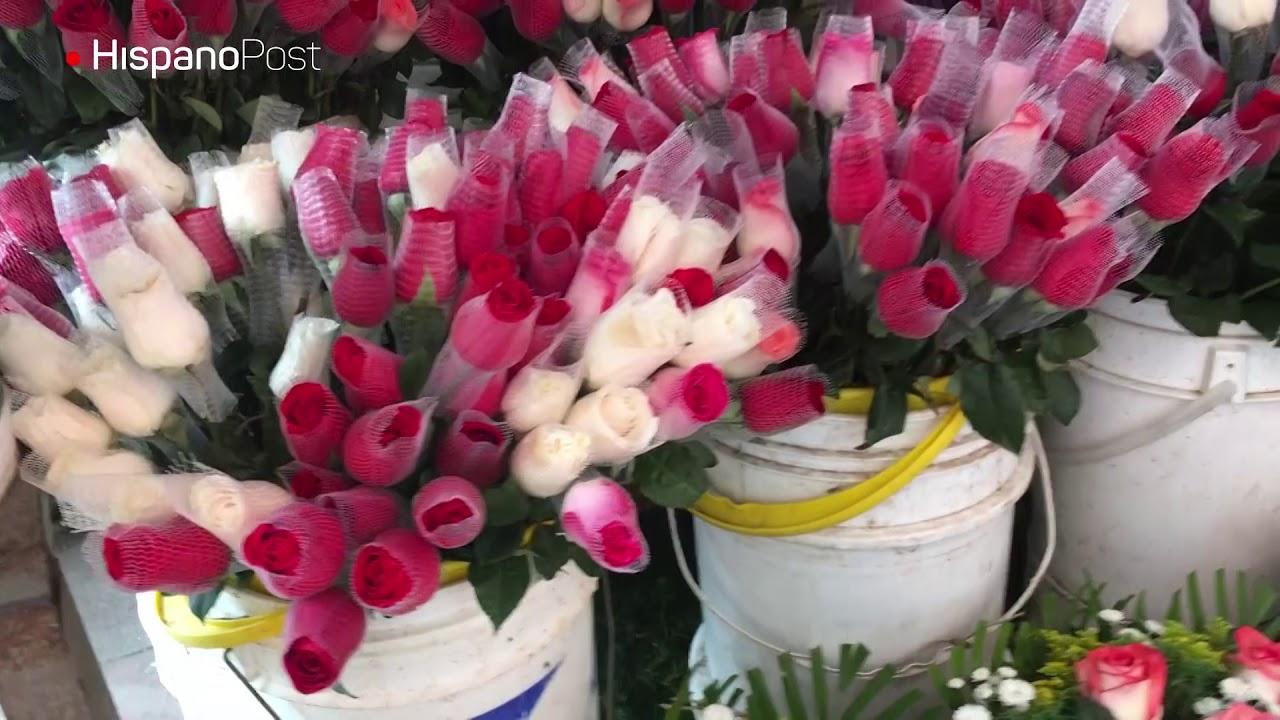 El florista que ofrece ramos salpicados de buen humor