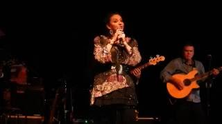 Crystal Gayle - Here I go Down That Wrong Road Again