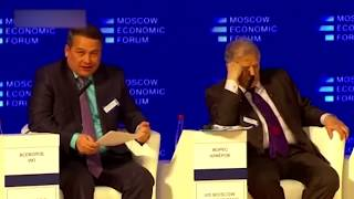 Депутат Единой России на интервью с колхозником.