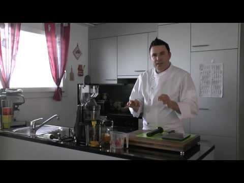Frischen Orangensaft mit dem Optimum 700 Entsafter zubereiten - präsentiert von delikates.ch