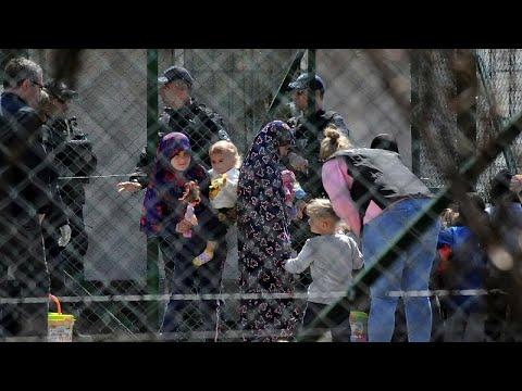 العرب اليوم - شاهد: شرطة كوسوفو تُحقّق مع عدة نساء بعد عودتهن من سورية