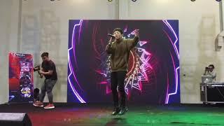 B Ray hát live Con Trai Cưng ở Sài Gòn