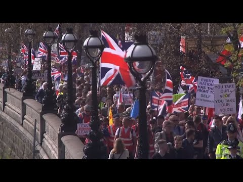 Hundreds of pro-Brexit demonstrators gathered at London's Parliament Square on Friday after lawmakers rejected the government's divorce agreement with the European Union for a third time. (March 29)