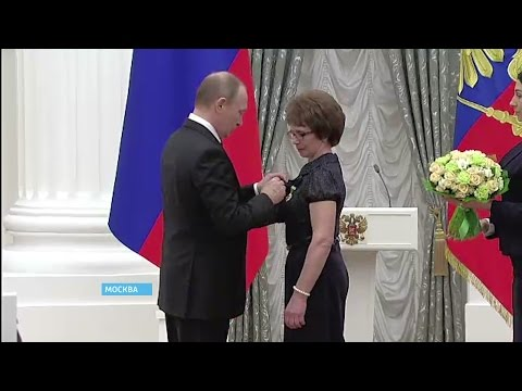 Награду из рук Президента России получила животновод из Дуванского района