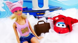Барби летит в отпуск. Видео для девочек