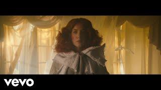 Kadr z teledysku Anywayz tekst piosenki Austra