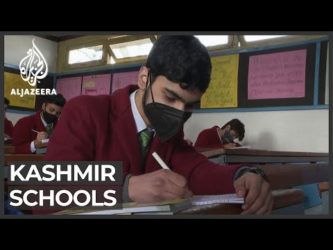 Kashmir students return to school after one year of closure
