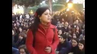 تحميل و مشاهدة غناء حزين يبكي القلب في وسط مظاهرة - آمال المثلوثي.MP4 MP3