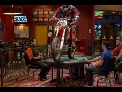 Vidéos - Un motard de Nitro Circus fait le spectacle dans un casino de Las Vegas