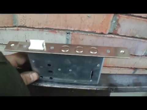 Врезка замка в калитку из профнастила.Как правильно врезать замок