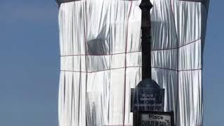 Christo verhüllt den Arc de Triomphe