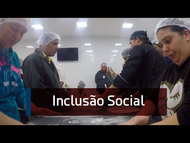 Imagem: Assistidos pela Associação dos Cegos aprendem a fazer pizza