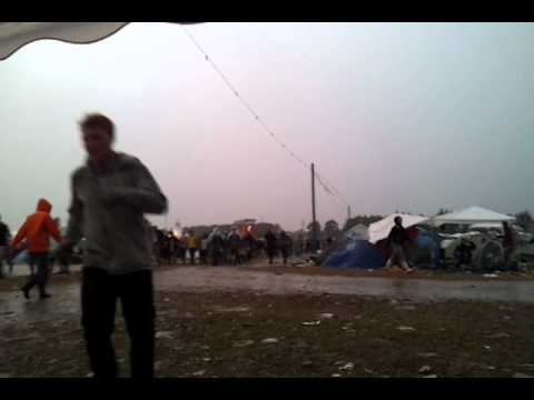 Roskilde l�rdag under regn og torden