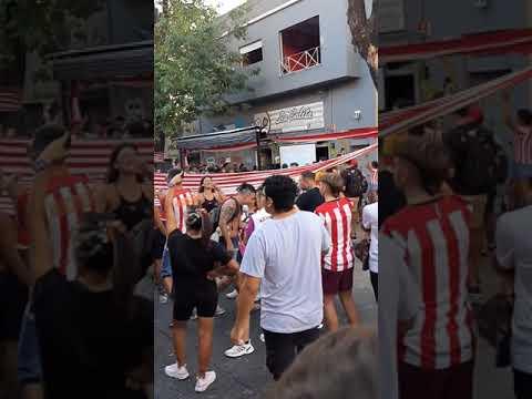 """""""NO SOY DE BOCA PORQUE NACÍ EN ARGENTINA, NO SOY DE RIVER PORQUE NUNCA FUI GALLINA- EDLP"""" Barra: Los Leales • Club: Estudiantes de La Plata • País: Argentina"""