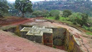 preview picture of video 'Most impressive rock-hem church in Lalibela: Saint George Church'