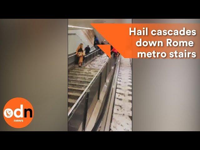 مياه  الأمطار تتدفق داخل محطة مترو روما